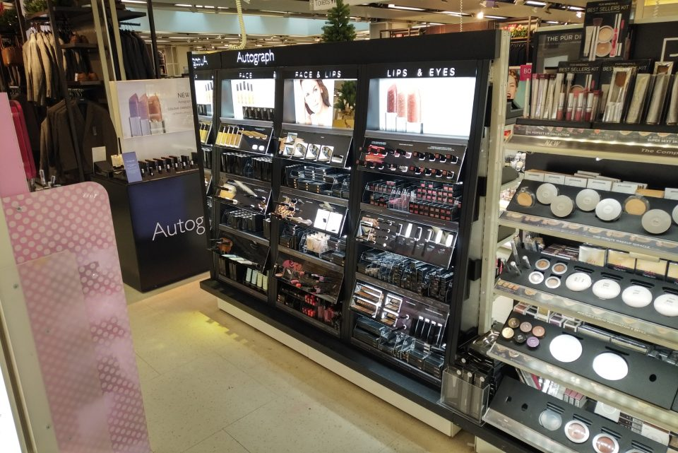 Lit cosmetic displays