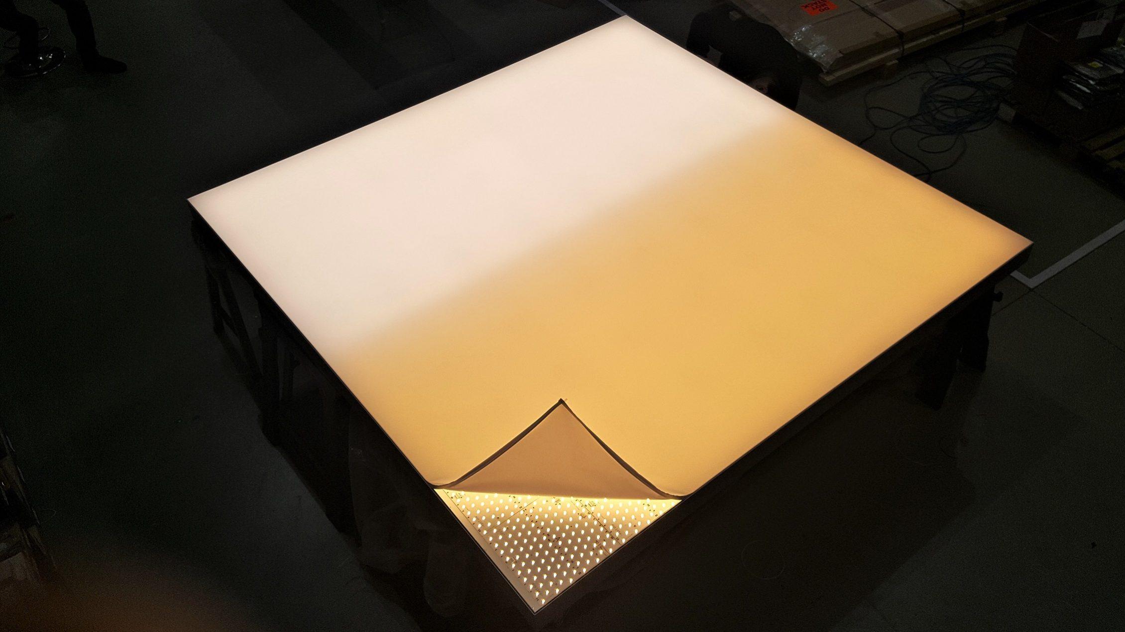 Dynamic White Light Box